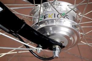 2) Il motore è integrato nel mozzo della ruota posteriore