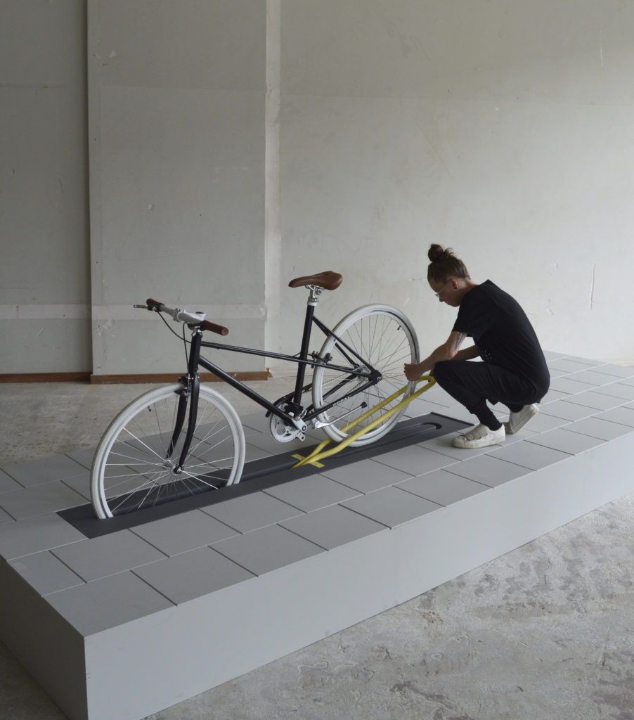 Salone del Mobile Milano - Il portabici a scomparsa che arreda lo spazio urbano: Align di Milou Bergs